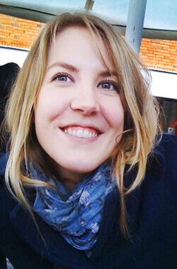 Anna Öman valde mellan att bli journalist eller lärare.