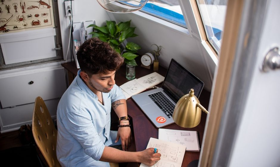 10 signs you're experiencing work from home fatigue