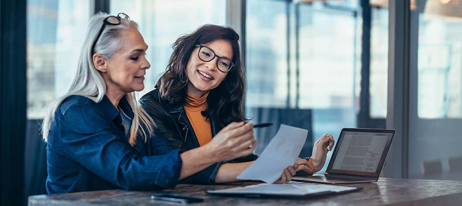 Arbetsintervju mellan två professionella kvinnor