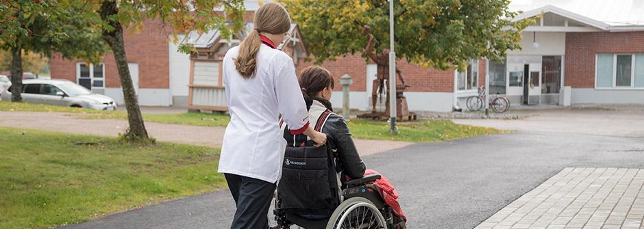 Sosiaali- ja terveysalan perustutkinto   lähihoitaja