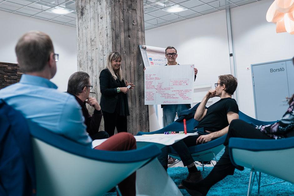 Johtamisen koulutusohjelma - Johtamisen ja yritysjohtamisen erikoisammattitutkinto | Educo Valmennustalo