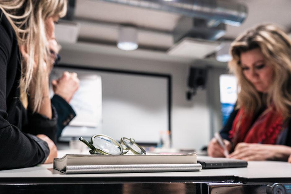 Esimiestyön koulutusohjelma - Johtamisen ja yritysjohtamisen erikoisammattitutkinto | Educo Valmennustalo