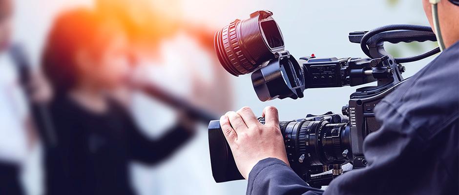 student med filmkamera