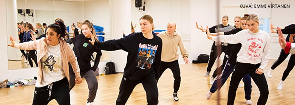 Tanssinohjaajakoulutus