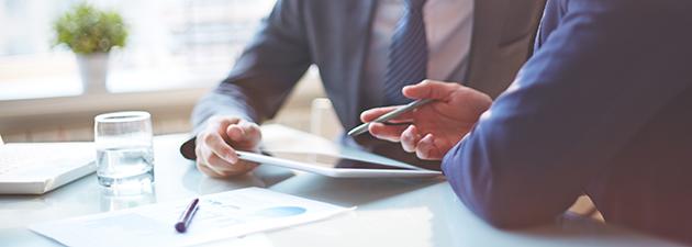 Työn johtaminen vaikeissa tilanteissa – esimiehen juridiikka