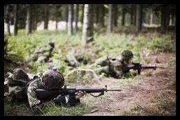 forsvaret_sergent_liggende_soldater.jpg