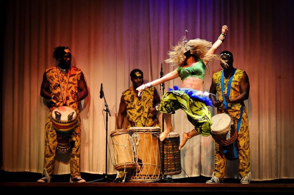 Olika danskurser i afrikansk dans